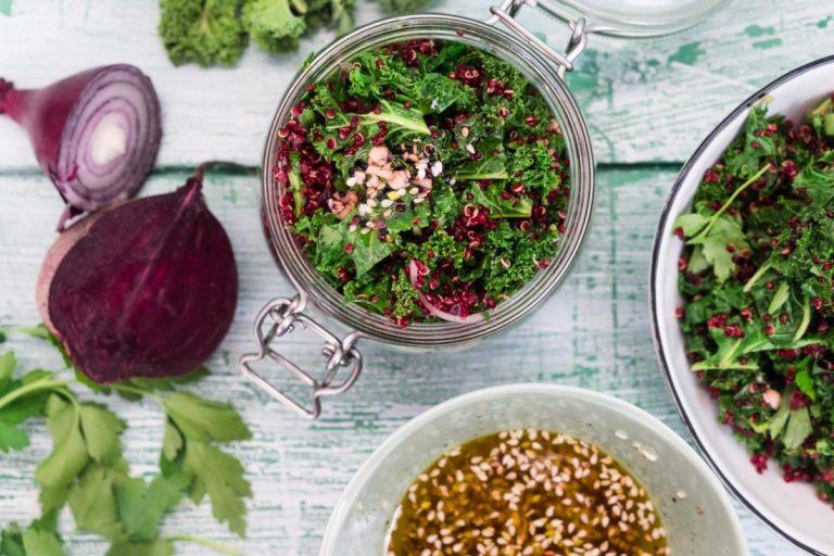 Veganer Quinoa-Salat im Bügelglas