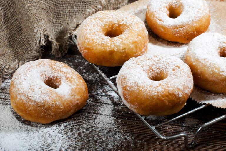 Donuts vegan mit Puderzucker
