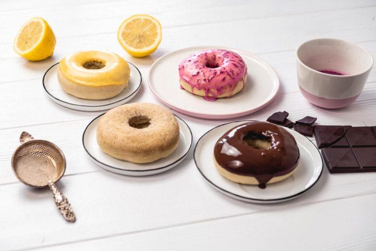 Bunte vegane Donuts