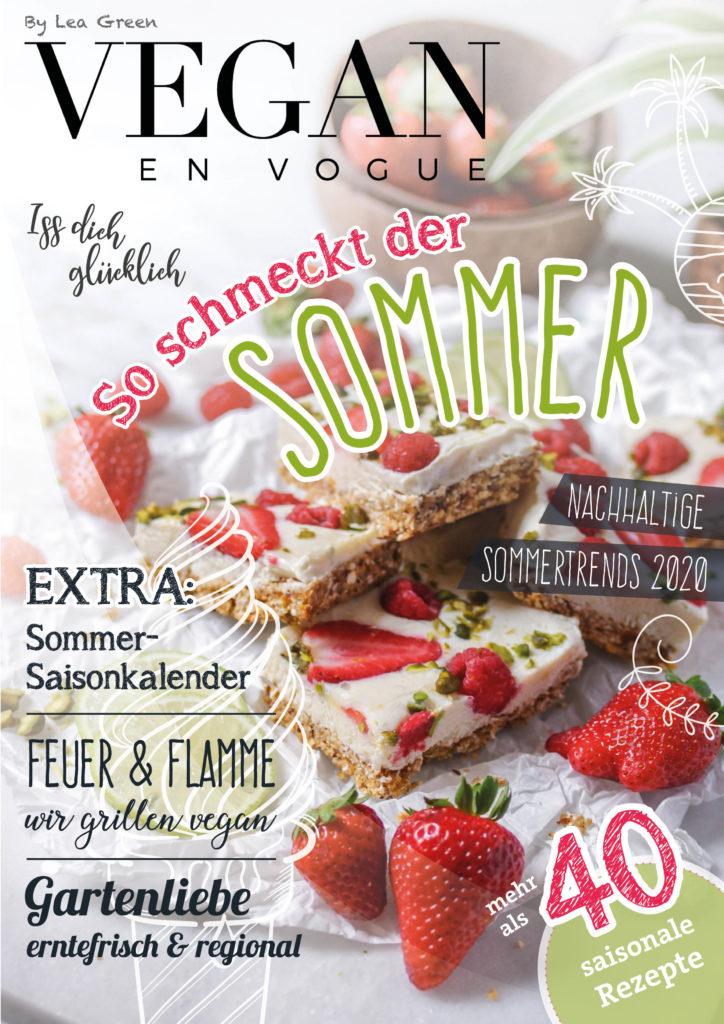 Cover des Vegan en Vogue Magazins von Lea Green mit veganen Joghurt-Beeren Schnitten als Hauptmotiv