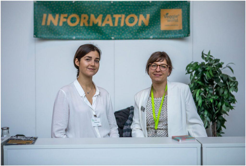 Mitarbeiterinnen an der Information auf der VeggieWorld Brüssel 2019