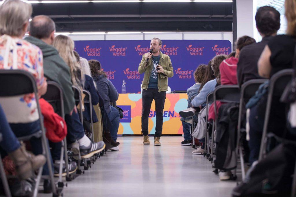 Speaker an der Bühne auf der VeggieWorld Paris 2019