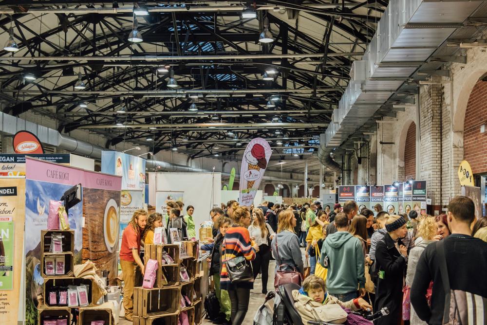 Volle Messehalle auf der VeggieWorld Berlin 2017
