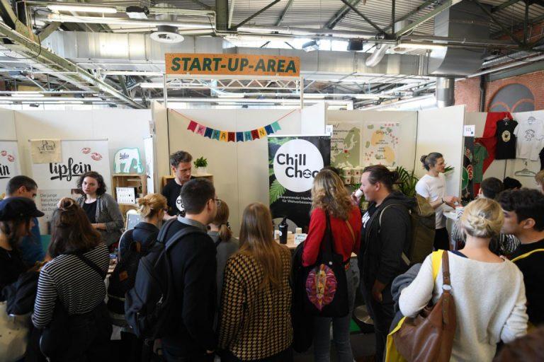 Start-up-area mit Besucher:innen auf der VeggieWorld Berlin