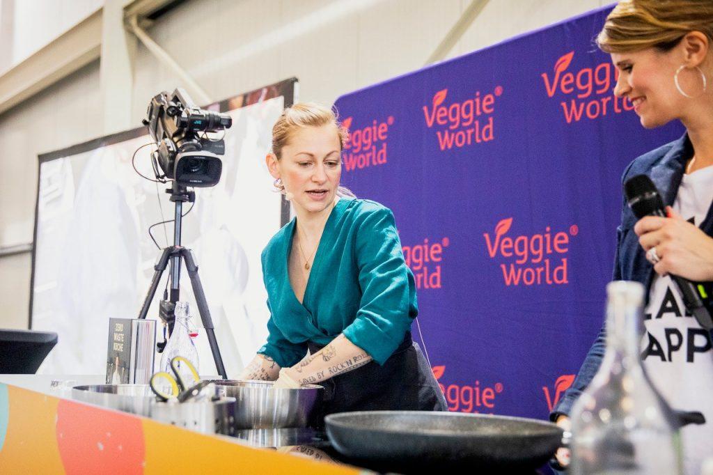 Sophia Hoffmann beim Showcooking auf der VeggieWorld Köln 2019