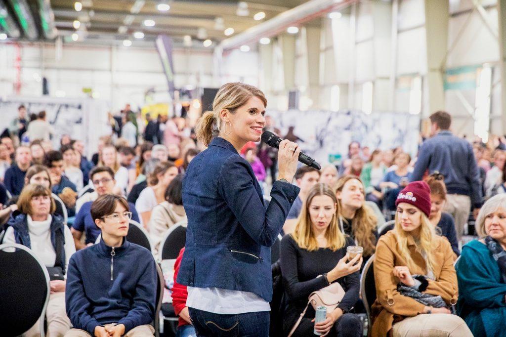 Moderatorin Katharina Knoll auf der VeggieWorld Köln 2019